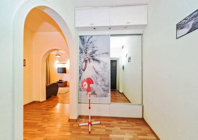 Arco finito nel corridoio interni eleganti archi nella sala del