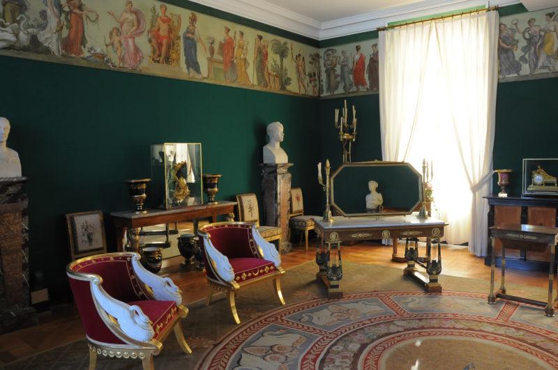 La Credenza In Tedesco : Coppia di credenze charles cressent palazzo bellevue berlino