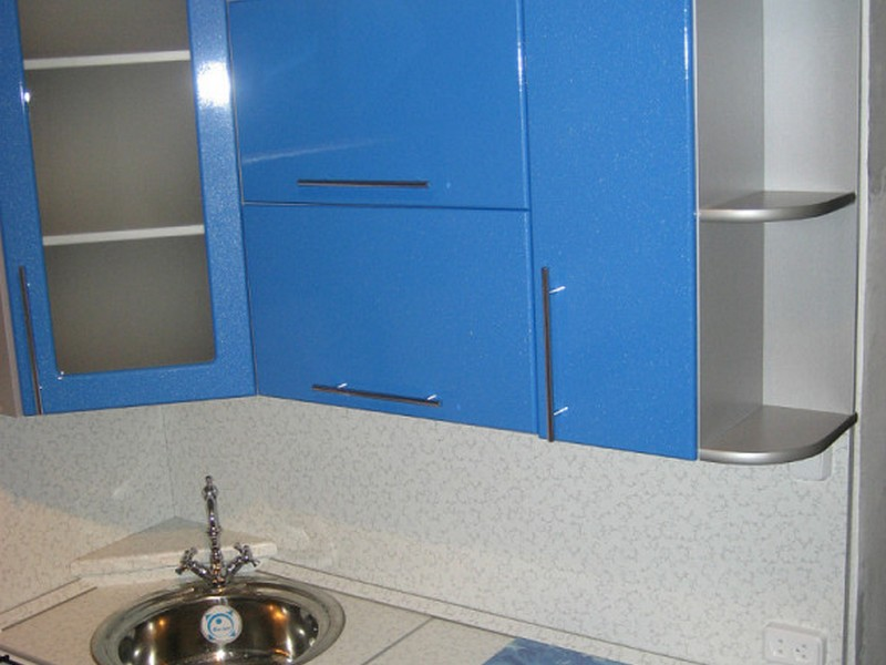 263928e44156d الأزرق الرمادي المطبخ غالبا ما يتوافق مع الطراز الحديث، على الرغم من أنها  يمكن أن تستخدم في التصميم الداخلي الكلاسيكية. غالبا ما تستخدم اللون الأزرق  من ...