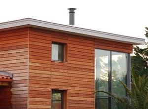 تواجه منزل خشبي ماذا تختار حماية الكسوة الخشبية لماذا الخشب